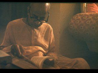 Shrila Prabhupada s knigoj
