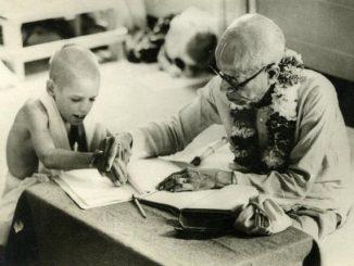 Srila Prabhupada teaching Dvarakadisa dasa